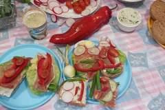 Przedszkoalki-przygotowuja-wiosenne-kanapki-7