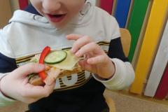 Przedszkolaki-przygotowuja-wiosenne-kanapki-12
