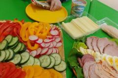 Przedszkolaki-przygotowuja-wiosenne-kanapki-14
