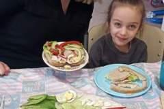 Przedszkolaki-przygotowuja-wiosenne-kanapki-6